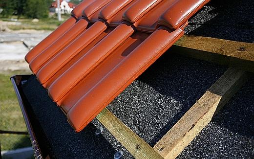 kolejny etap budowy - krycie dachu
