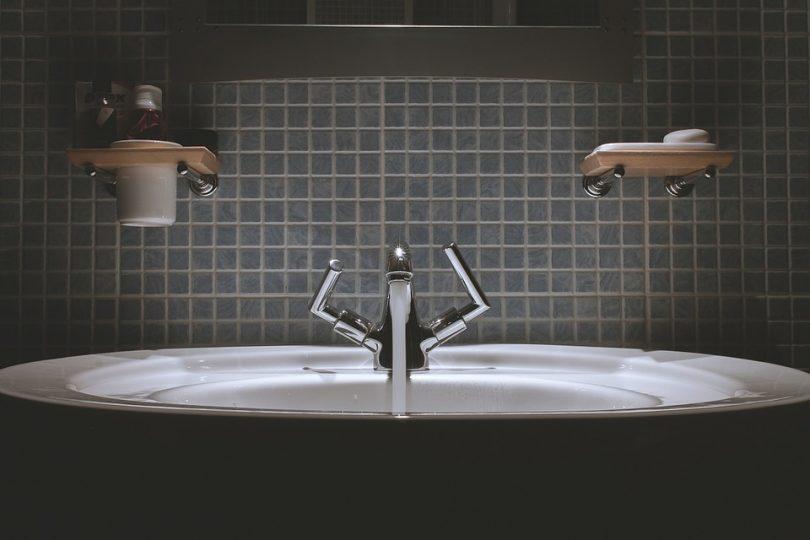 fot. Kran umywalkowy stojący