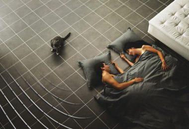 Ogrzewanie podłogowe sposobem na komfort cieplny w sypialni
