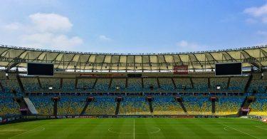 Piłkarska fototapeta doskonale ozdobi pokój małego piłkarza